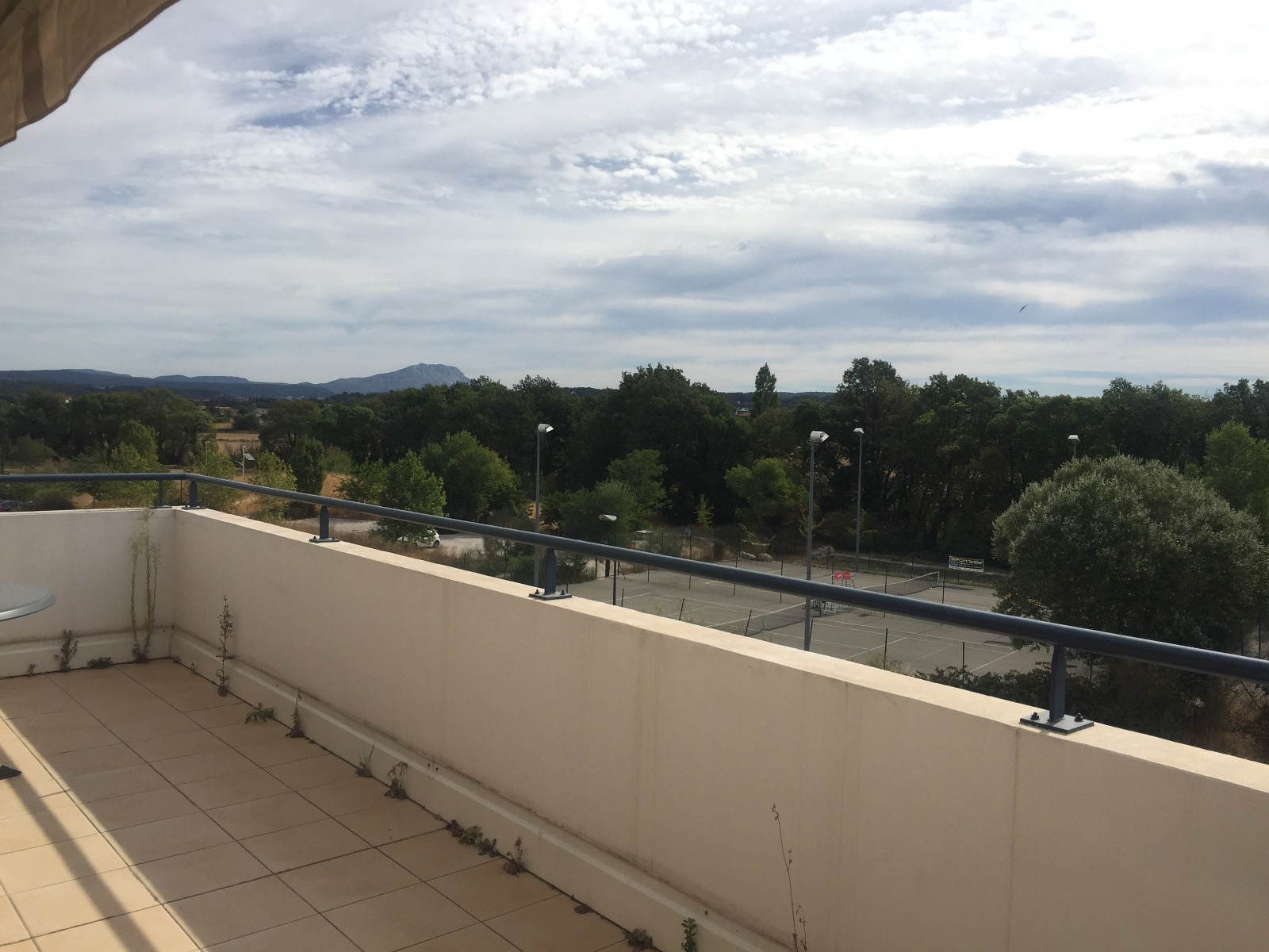 Vente aix la duranne vente d 39 un appartement 93m de type for Garage les milles
